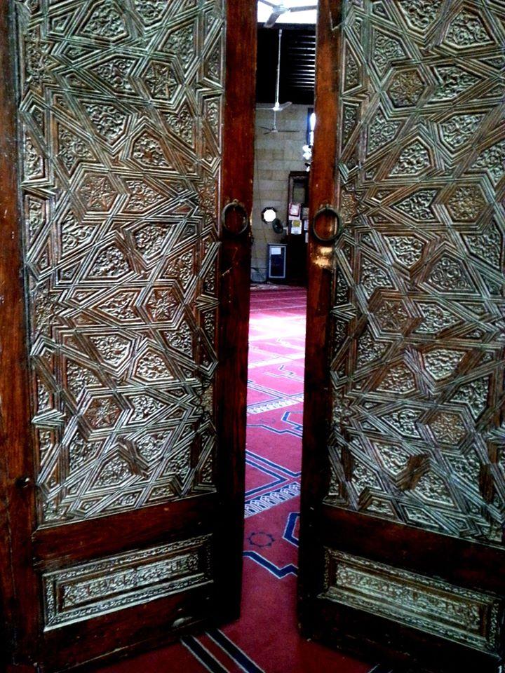 الباب الخشبي لمسجد الإمام الليث