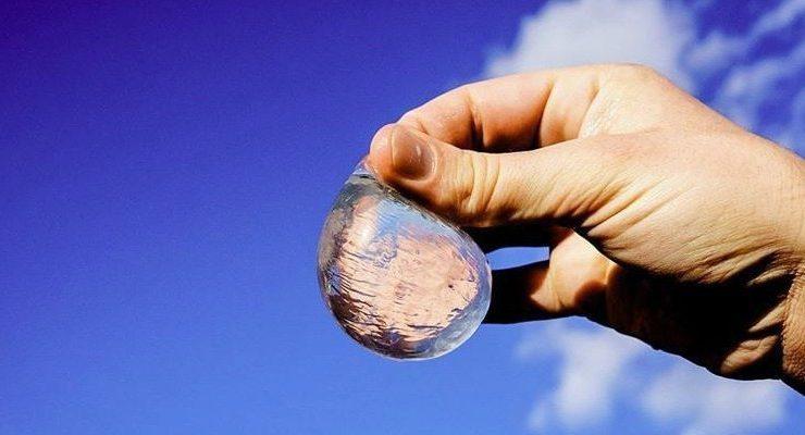 زجاجات المياه البلاستيكية