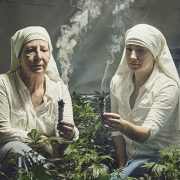 قصة راهبات يجنين ما يقرب من مليون جنيه إسترليني من الحشيش سنويًا