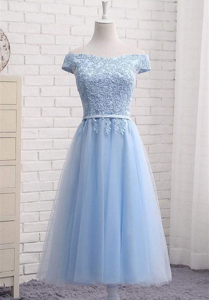 فستان تل رمادي اللون