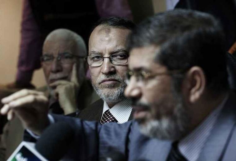 محمد مرسي وعصام العريان