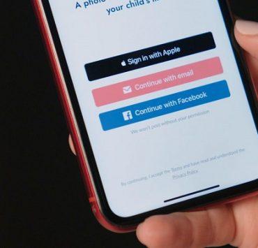 دليل استخدام خاصية التسجيل مع ابل Sign In with Apple عبر الهاتف أو الكمبيوتر