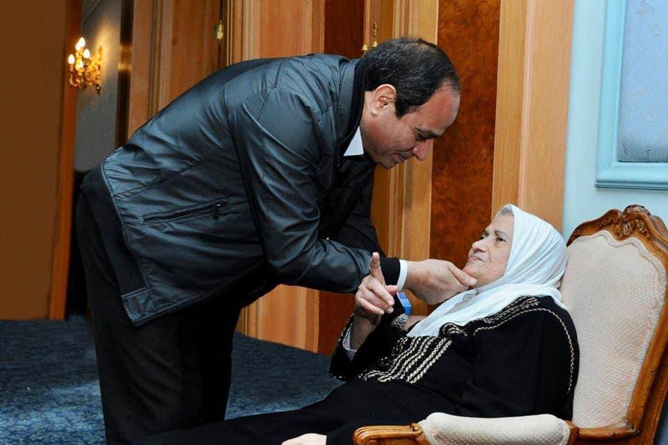 الرئيس السيسي ووالدته