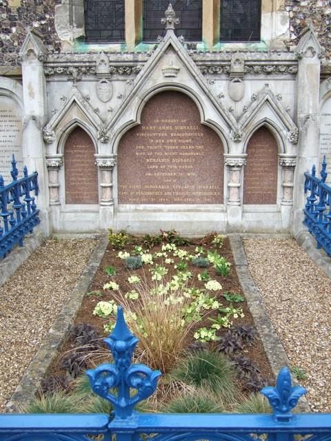 قبر بينجامين دزرائيلي
