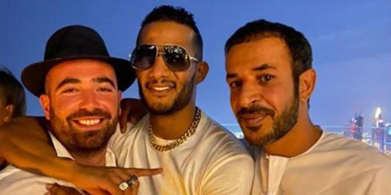 محمد رمضان يحتضن مطرب إسرائيلي في صورة .. حزينة البطن اللي جابتك