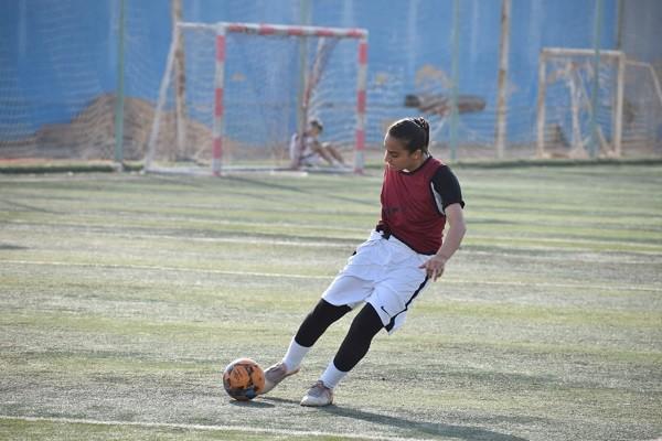 لاعبة كرة قدم
