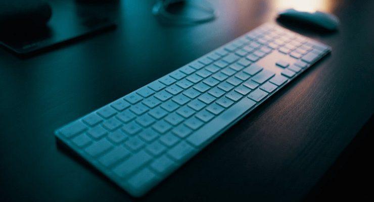 كيفية توصيل لوحة مفاتيح لاسلكية بالكمبيوتر بنظامي تشغيل ويندوز أو ماك
