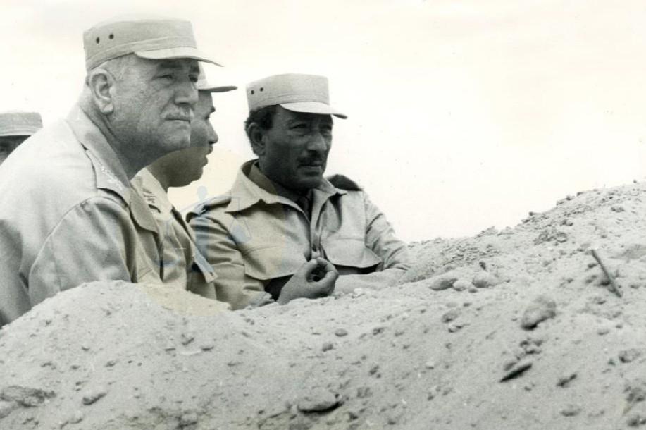 السادات والمشير أحمد إسماعيل على الجبهة