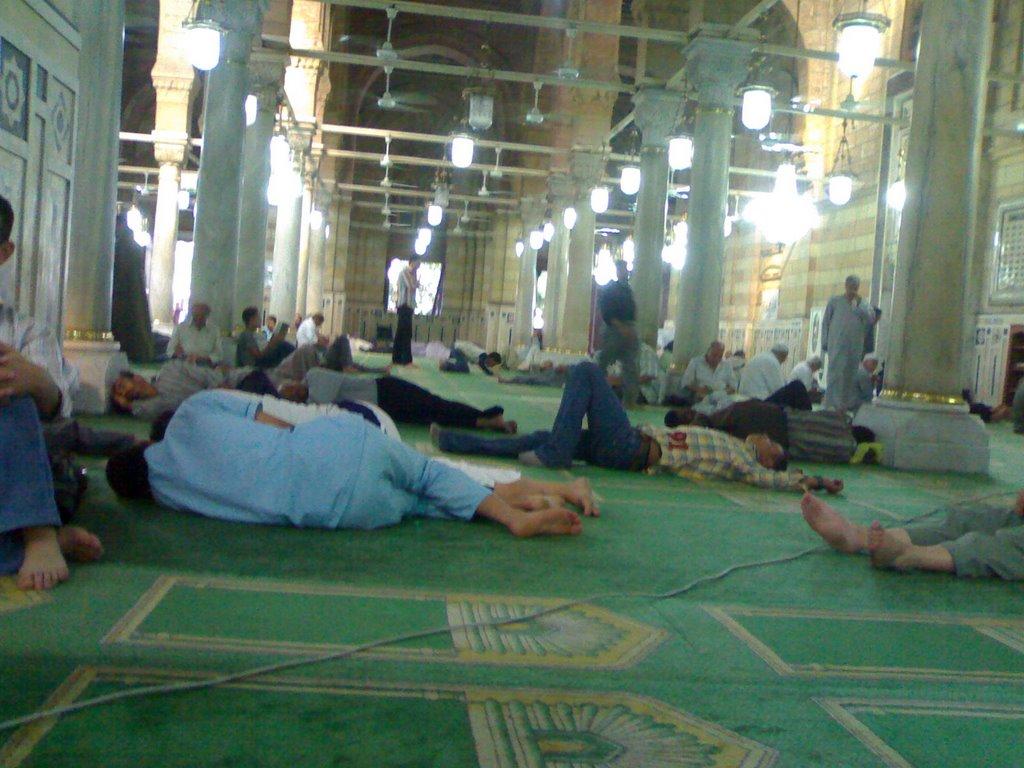 النوم في المسجد