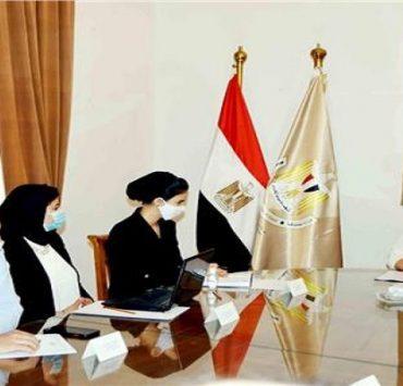 وزيرة الثقافة مع آية عمر محمد، رئيس مجلس أمناء مؤسسة حياة كريمة