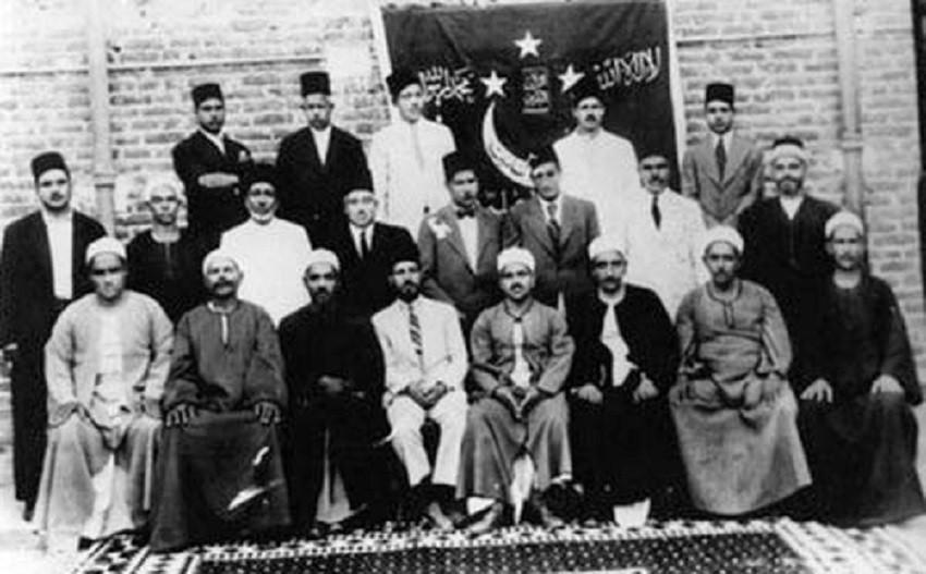 حسن البنا وأعضاء أول هيئة تأسيسية لجماعة الإخوان في الإسماعيلة