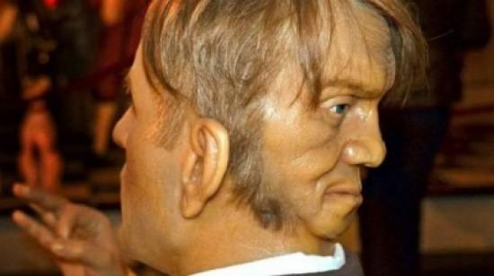 تمثال لـ إدوارد مورداك مصنوع من الشمع
