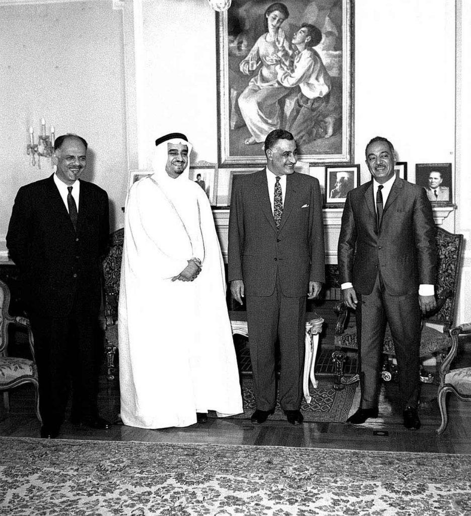 استقبال فهد وزير الداخلية السعودى ورئيس وفدها لدى اجتماع مؤتمر رؤساء الحكومات العربية