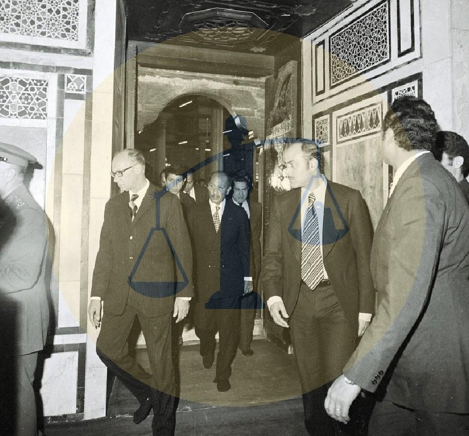 السادات يزور ضريح الحسين