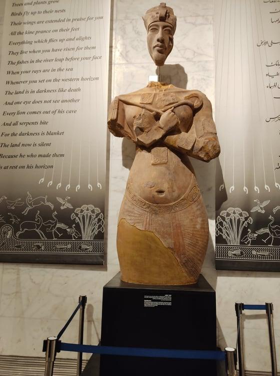 تمثال للملك اخناتون