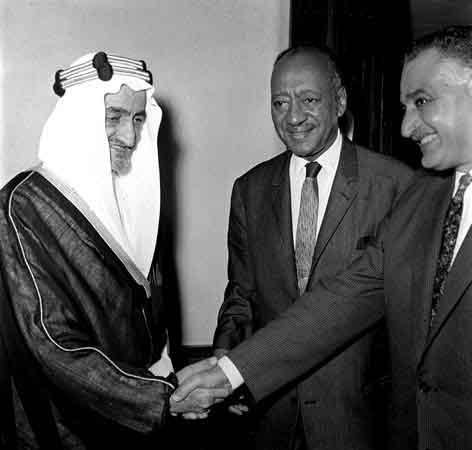 صلح الملك فيصل وجمال عبدالناصر في قمة الخرطوم