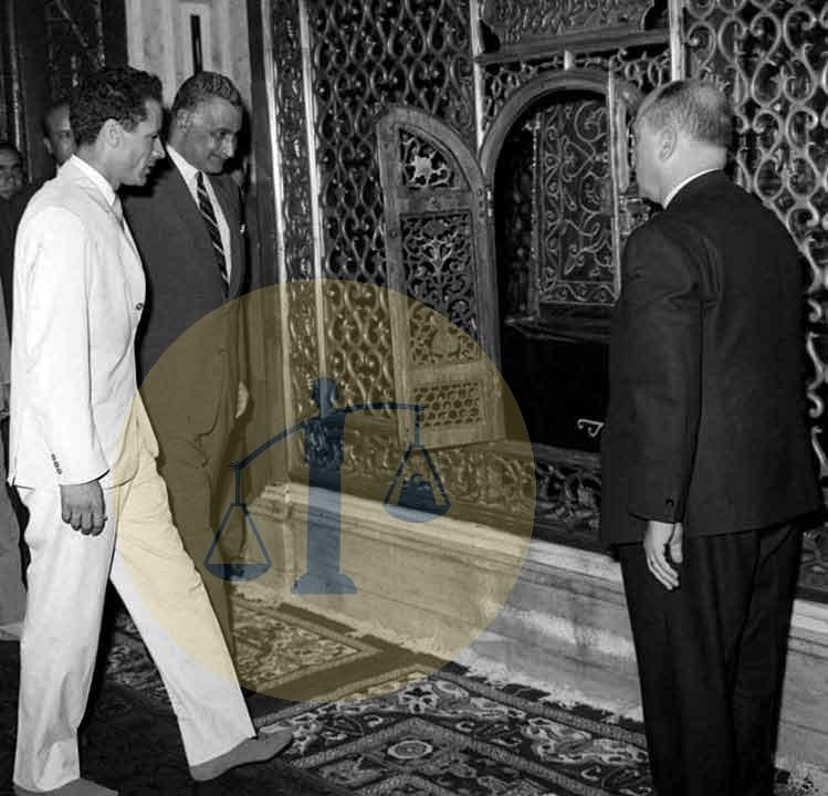 عبدالناصر والقذافي عند ضريح السيدة زينب