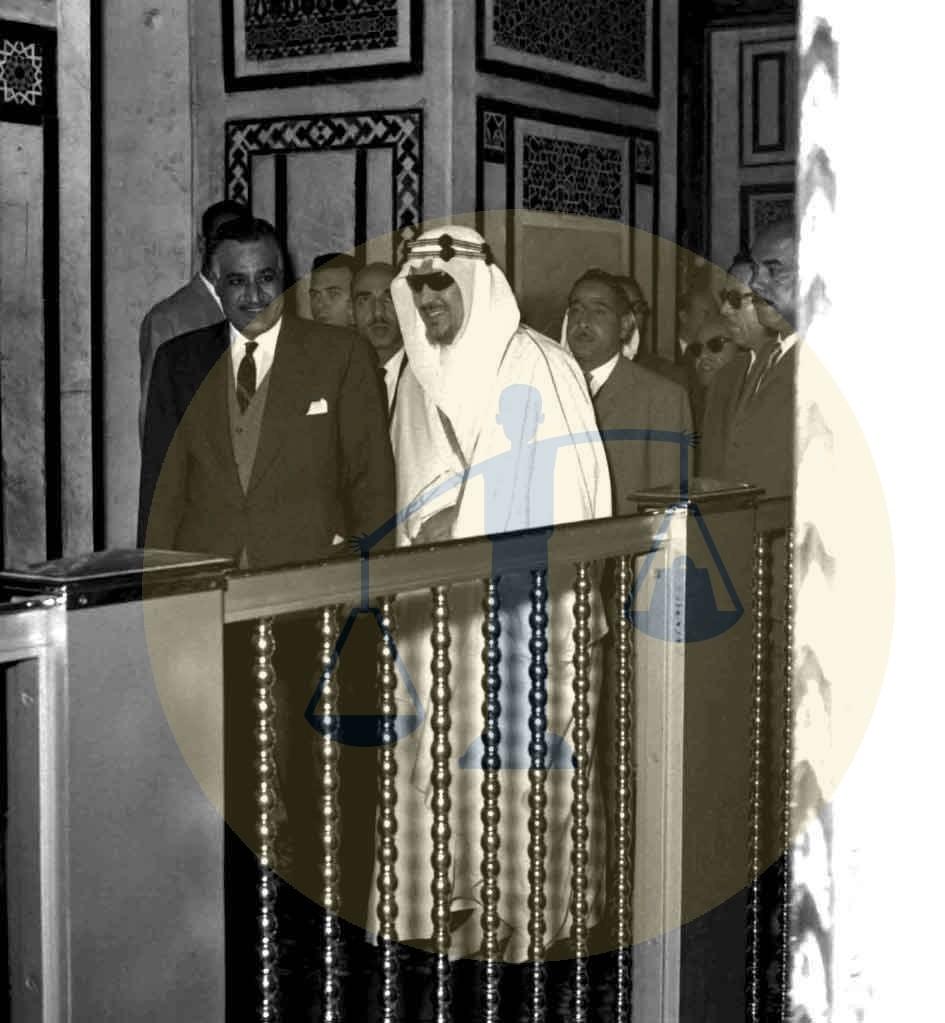 عبدالناصر والملك سعود عند ضريح الإمام الحسين
