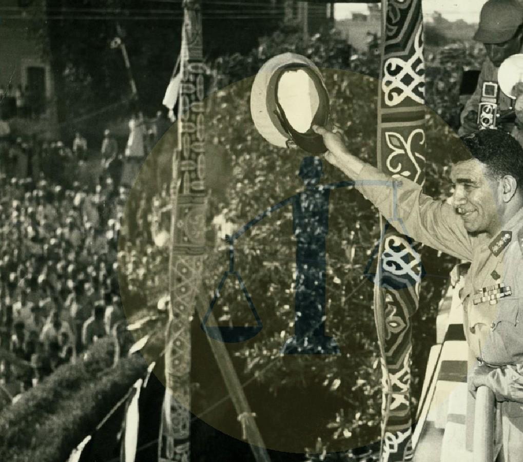 محمد نجيب مع الجماهير