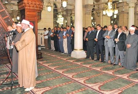 محمد مرسي في مسجد السيدة زينب