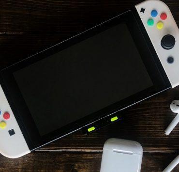 كيفية توصيل سماعات AirPods بجهاز Nintendo Switch باستخدام تحديث المنصة الجديد